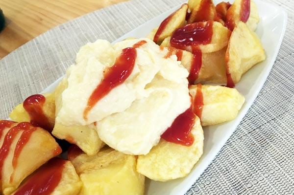 Patatas bravas a la Masía