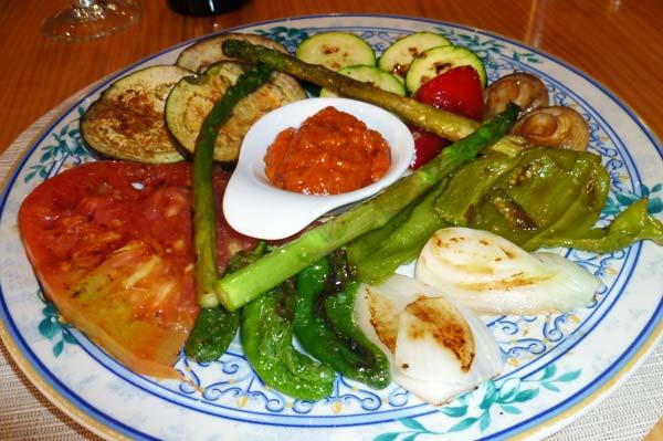 Verduras del huerto a la brasa con salsa Romescu